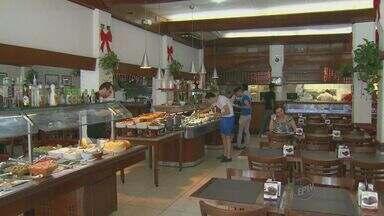 Restaurantes de Campinas apostam em variedade de pratos de ceia para atrair consumidores - Cardápios têm opções com comidas típicas orientais, e saladas.