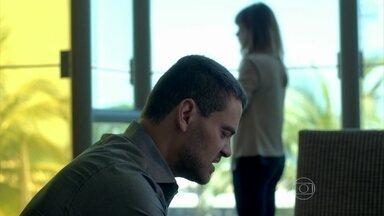 Maurílio consegue um advogado para Danielle - José Pedro teme que a ex-esposa queira prejudicar sua família. Maria Marta insinua que Amanda quer casar com o filho