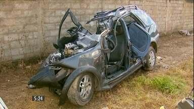 Cinco pessoas da mesma família morrem em acidente em MG - Carro em que as vítimas estavam bateu de frente com um caminhão