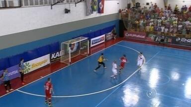 Sorocaba Futsal leva o título da Liga Paulista após vencer o Orlândia - Mais uma taça. Dessa vez, o Sorocaba Futsal volta da cidade de Orlândia com o título da Liga Paulista. O Douglas Brito acompanhou todas as emoções desta final e traz os detalhes.