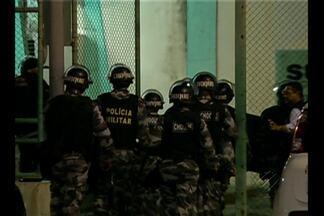 Presos da Central de Triagem da Marambaia fizeram um motim no último sábado - Os presos arrancaram as grades e usaram barras de metal para destruir três celas. O centro tem capacidade para 75 presos mas possui 180 detentos na unidade.