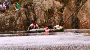 Corpos de casal desaparecido em passeio de cachoeira são encontrados na BA - De acordo com testemunhas, os dois desapareceram após uma chuva forte e acabaram sendo arrastados por uma tromba d'água, na cidade de saúde, no norte do estado.