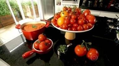Tomate é um excelente antioxidante - O tomate é um fruto rico em licopeno, que é um excelente antioxidante. Está associado ao combate das doenças cardiovasculares e a alguns tipos de câncer. A melhor maneira de consumi-lo é cozido, em forma de molho.