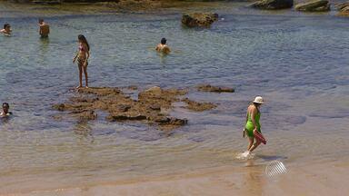 Baianos e turistas aproveitam primeiro dia de verão em Salvador - A estação mais esperada e mais quente do ano começou na noite de domingo (21), mas durante o dia fez bastante sol e muita gente aproveitou na praia.