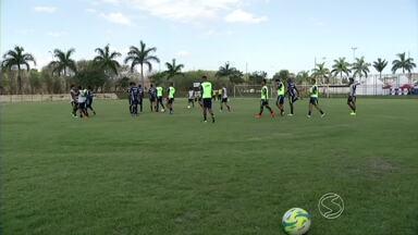 Barra Mansa, Resende e Voltaço se preparam para o Campeonato Carioca - Times da região Sul do Rio de Janeiro vão estar na elite do futebol estadual em 2015.