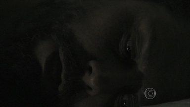 Zé Alfredo se desespera nos últimos minutos que restam dentro do caixão - Comendador sofre com a demora de Josué e diz que não é justo