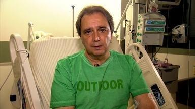 Reginaldo Leme conta como descobriu uma trombose na perna - Reginaldo Leme foi operado com urgência por causa de uma trombose. Os sintomas foram silenciosos. Ele só descobriu ao entrar na quadra tênis para praticar exercícios.