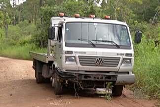 Caminhão guincho se envolve em acidente na Rodovia Mogi-Bertioga - O guincho havia acabado de retirar um carro que havia batido da estrada.