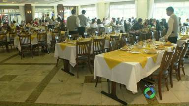 Movimento nos restaurantes da capital aumenta no feriado de Natal - Neste feriado, muitas famílias costumam almoçar fora de casa.