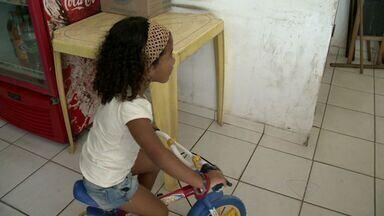 Criança que pediu bicicleta é encontrada para receber presente no ES - Cartinha da criança estava perdida na rua.