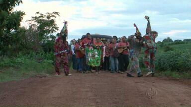 Moradores da zona rural de Farol recebem a visita da Folia de Reis - Folia de Reis é uma tradição católica que representa a visita dos reis magos ao menino Jesus