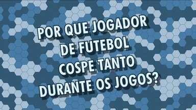 """Globo Esporte responde: Por que jogador de futebol cospe durante os jogos? - Especialistas explicam esse """"mau hábito"""" dos atletas"""