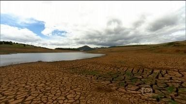 Apagão no DF e 13 estados e falta d'água em São Paulo marcam o ano de 2014 - Calor em excesso, rios secando, represas vazias. Energia no limite mínimo. Ficar sem água parecia impossível, Mas este ano, aprendemos uma lição para o resto de nossas vidas.