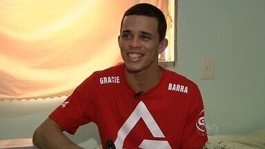 Lutador de Jiu-Jitsu supera sequelas de acidente e coleciona medalhas, em Goiás - Conheça a história de Diego Oliveira, que surpreende até os adversários.