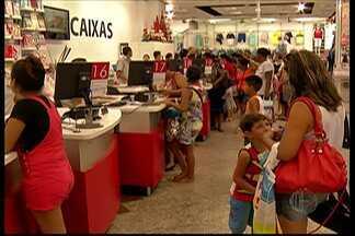 Comércio do Alto Tietê tem bastante movimento após o Natal - Consumidores trocaram os presentes de Natal e aproveitaram para comprar produtos para o Ano Novo.