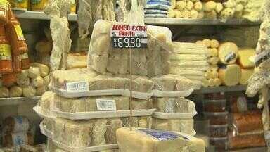 Bacalhau da ceia de Ano Novo é campeão de vendas no Mercadão de Ribeirão - Mesmo mais caro, muita gente não abre mão da tradição de comer bacalhau, castanhas e frutas secas na virada.