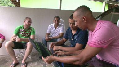 Amigos raspam os cabelos em apoio a paciente que faz tratamento contra o câncer - O grupo de amigos se reuniu para contar essa história de solidariedade ao Paraná Tv.
