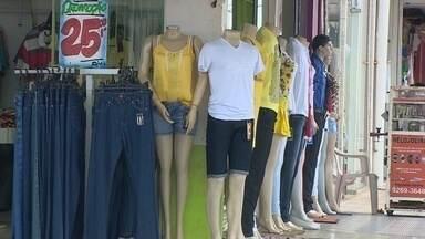 O sábado foi de movimento fraco no comércio de Porto Velho - A chuva atrapalhou um pouco e a expectativa é de que amanhã os consumidores reapareçam.