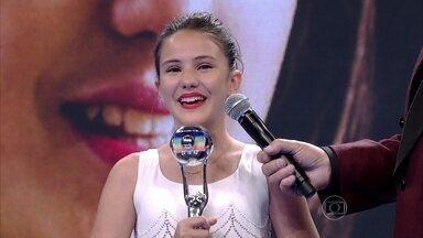 Emocionada, Giovanna Rispoli é a vencedora na categoria Ator e Atriz Mirim - Atriz disputou com Geytsa Garcia e Tomás Sampaio