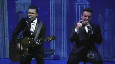 """Marcos e Belutti agitam a galera com o hit """"Domingo de Manhã"""" - Dupla sertaneja levanta a plateia com o sucesso romântico"""