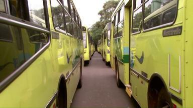 Transporte coletivo entra em greve em Foz - Moradores tiveram de recorrer a transportes alternativos