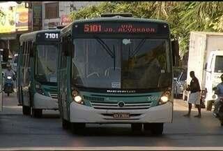 Usuários de transporte coletivo em Montes Claros reclamam da redução do número de ônibus - Em 2014, houve uma diminuição de 10% na frrota de veículos que prestam o serviço na cidade.