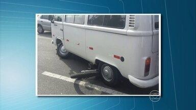 Acidente na BR-232 deixa dois mortos - Caminhão bateu numa moto e quando o motorista desceu para prestar socorro ao motociclista, os dois foram atropelados por uma Kombi.