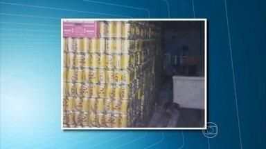 Cinco homens são presos acusados de envolvimento no roubo de uma carga de cerveja - Mercadoria está avaliada em mais de R$ 130 mil e foi desviada de uma grande produtora de bebidas.