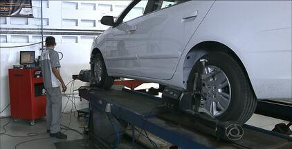 Antes de usar o carro para viajar é importante cuidar do alinhamento e balanceamento - Este é um cuidado básico no carro.