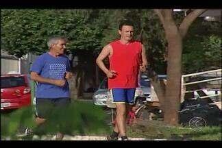 Corredores de Uberlândia vão pela primeira vez à São Silvestre - Osvaldo de Andrade e Rafael Mamede correm juntos há dois anos e têm vários títulos de competições regionais.