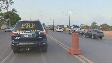 Polícia Rodoviária Federal realiza operação em rodovias do Amapá - As forças de segurança do estado continuam realizando a Operação Rodovida. O trabalho é coordenado pela Polícia Rodoviária Federal. Uma das preocupações é com o trecho urbano da BR-210, onde aconteceram 50% de todos os acidentes em rodovias federais este ano no Amapá