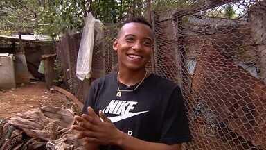 Após superar infância pobre, Richard se prepara para primeira Copinha - Atacante de 16 anos e 1,57m morou em lixão e agora é uma promessa do Goiás