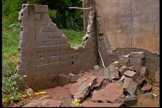 Quartel do Corpo de Bombeiros de Ferraz de Vasconcelos foi atingido pela chuva - Na cidade, cerca de cinquenta famílias ficaram desalojadas por conta da chuva forte.