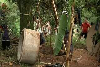 Idoso morre depois de cair dentro de poço artesiano em chácara de Jundiaí - Um idoso, de 81 anos, morreu depois de cair em um poço artesiano em Jundiaí (SP) nesta terça-feira (30). Ele trabalhava na construção que tinha 20 metros de profundidade quando uma das anilhas que sustentava a obra quebrou.