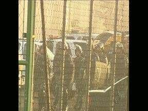 Rebelião em Maringá já dura quase trinta horas - Durante o dia houve muita movimentação de policiais na Casa de Custódia. O secretário de Segurança Pública foi à Maringá para conduzir pessoalmente as negociações.
