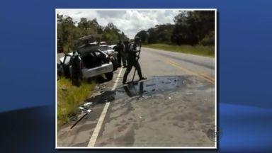 Batida com 3 carros deixa mulheres feridas em Soledade de Minas, MG - Batida com 3 carros deixa mulheres feridas em Soledade de Minas, MG