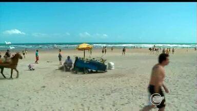 Turistas aproveitam praia no primeiro dia do ano - Turistas aproveitam praia no primeiro dia do ano