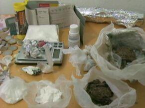 Duas pessoas são presas com drogas e dinheiro no Cassino - Dupla já tem ocorrência por posse de entorpecentes.
