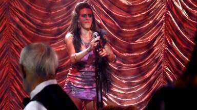 Natalia Lage ou Luciana Paes? Vídeo Show elege a Cantora Mais Desafinada de 2014 - Veja as finalistas do prêmio de Melhores do Ano e dê a sua opinião!