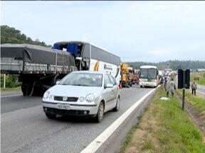 Motorista de um ônibus morre em acidente próximo a Três Corações - Acidente aconteceu na rodovia Fernão Dias.