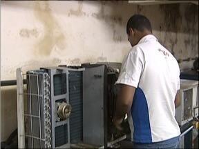 Consumidores encontram fila de espera para a manutenção de ar-condicionado no Vale do Aço - Em algumas lojas, ventiladores estão em alta.