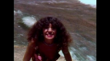 Elba Ramalho canta Veio D´água no Fantástico - Reveja o clipe da cantora, há 35 anos, no Túnel do Tempo