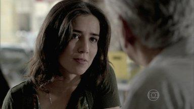 Cora decide investigar o bar de Manoel - Josué encontra o corpo de um indigente para colocar no túmulo de Zé Alfredo. Manoel conversa com o Comendador sobre a desconfiança de Cora