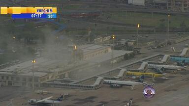 Fumaça intensa chama atenção no Aeroporto Salgado Filho - Não houve fogo ou feridos.