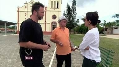 Jimmy e Nadia conhecem Seu Crispim e o canoeiro Mestre Raul na Vila da Glória - O chef 'ogro' visitou a cozinha de um restaurante com comidas típicas