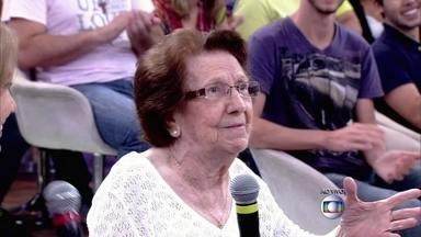 Prestes a completar cem anos, Dona Henriette dá uma lição de vida - Ela tem uma vida agitada aos 99 anos e segundo a sua família adora badalar no shopping