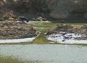 Moradores sofrem com a falta de água em Malhada de Pedra, zona rural de Caruaru - Principal fonte de abastecimento está vazia, devido à estiagem.