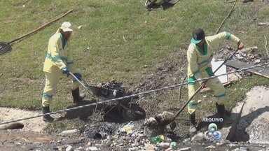 Apesar de campanhas, lixo se acumula em igarapé de Manaus - TV Amazonas flagrou Igarapé do 40 poluído