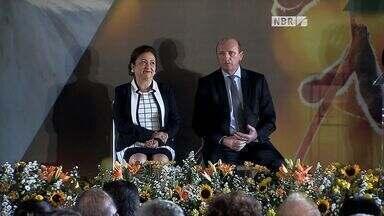 Quadro fala sobre posse de Kátia Abreu como nova ministra da Agricultura - Quadro fala sobre posse de Kátia Abreu como nova ministra da Agricultura