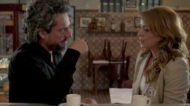 Cristina conta para José Alfredo que Zé Pedro foi preso - Maria Marta desconfia que Maurílio denunciou o filho